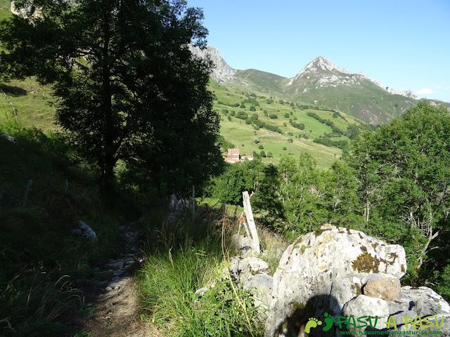 Camino invernal entre Tuiza de Arriba y el Meicín
