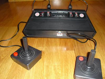 Consola que salió en el año 1977 fabricado por Atari