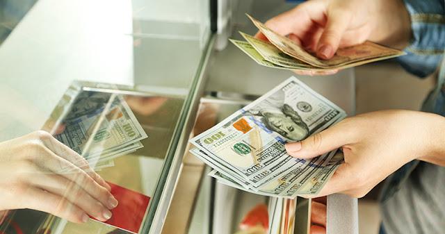 Звідки українські заробітчани переказали найбільше грошей