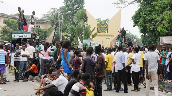 UNILAG STUDENTS SYAGE MASS PROTEST OVER HUGH COST OF LIVING ON CAMPUS