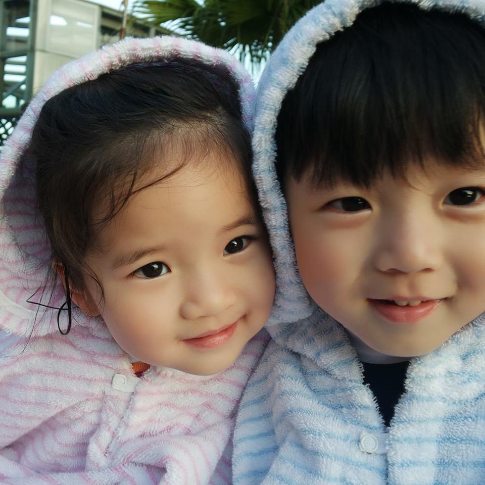 Si Kembar Yang Menggemaskan Walaupun Tak Identik EARLY SUGAR