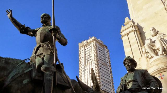 Monumento a Don Quijote en Madrid. Cervantes