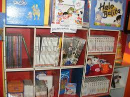 Membangun Minat dan Kebiasaan Membaca Anak Mulai dari Lingkungan Keluarga
