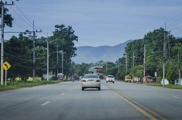 Mobil di Jalan Raya