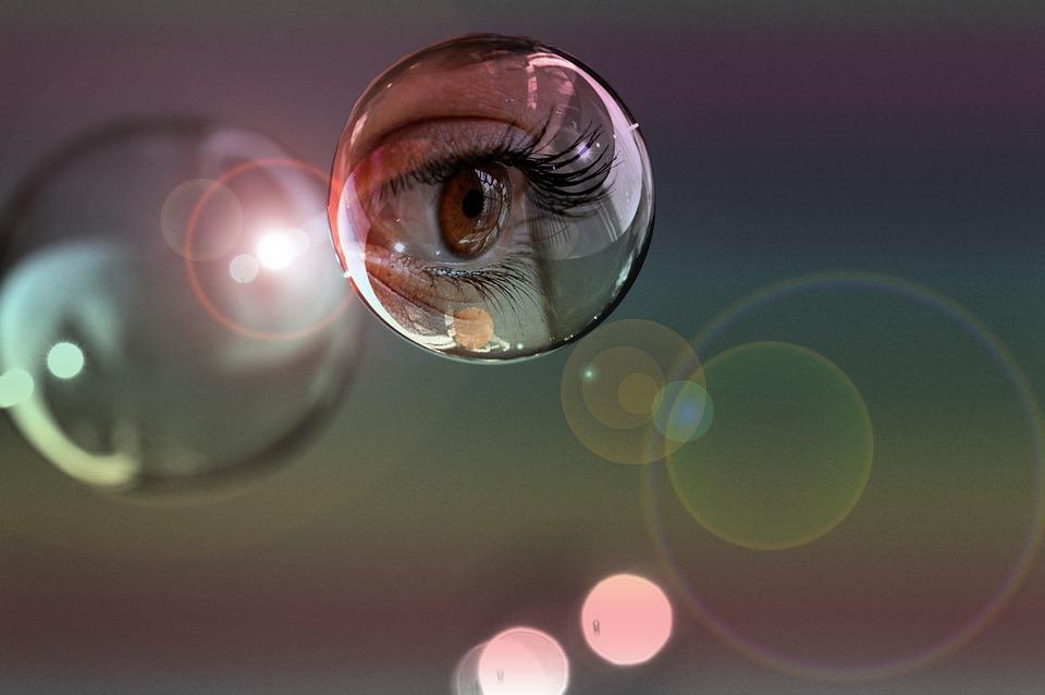 Spectacle de rencontres avec des bulles de pensée