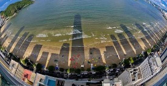 Camboriú-SC: a praia dos prédios mais altos do Brasil ficou sem Sol