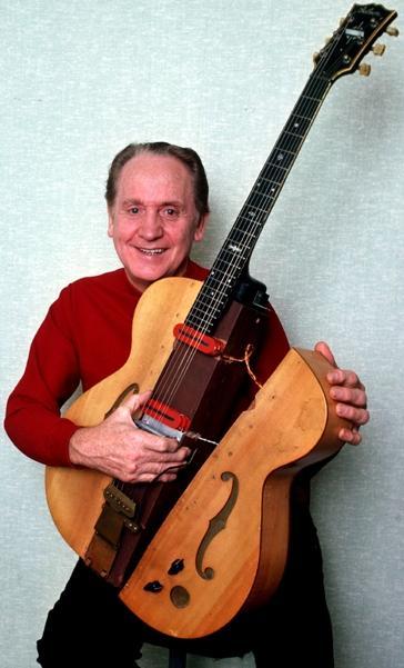 Foto de Les Paul con una guitarra partida