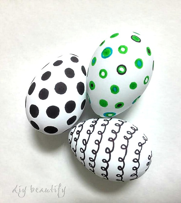 Graphic Easter eggs DIY beautify