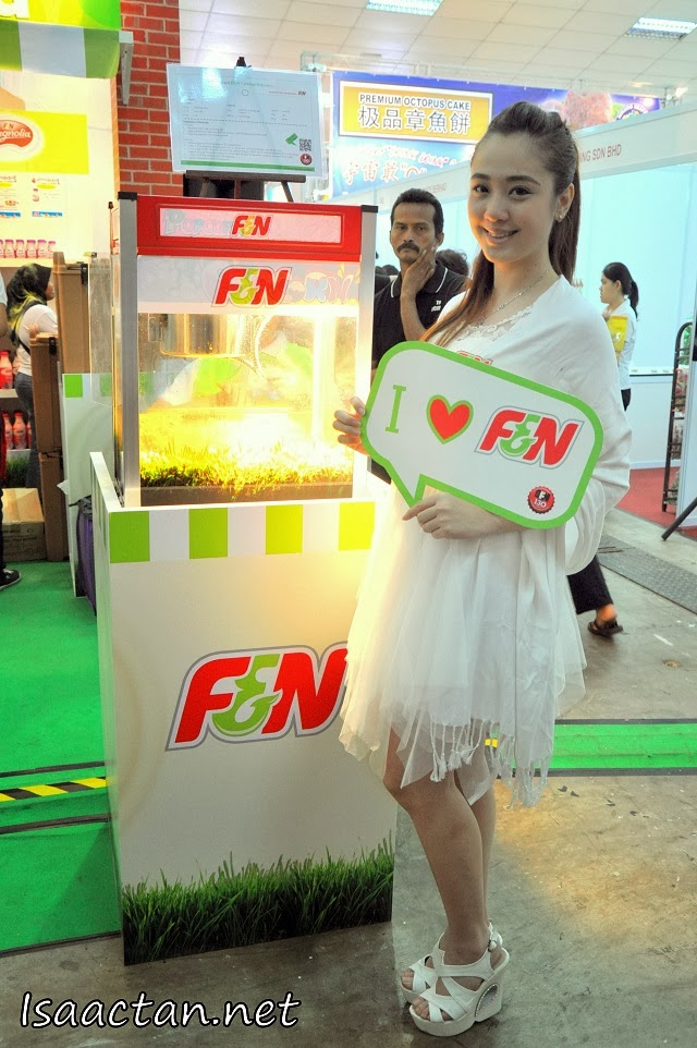 The F&N booth with the pretty promoter welcoming us