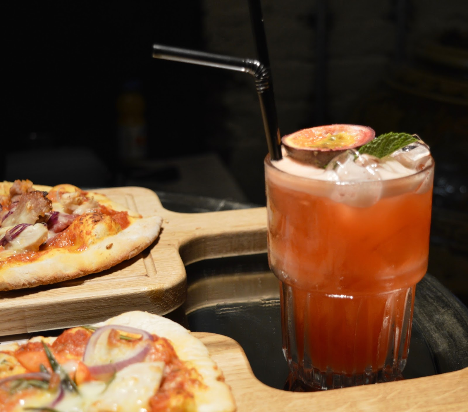 Yolo Townhouse Newcastle | A new venue to try for your next girl's night out - pizzas