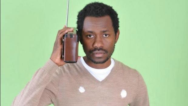 "O rapper angolano MCK lança o primeiro single do seu novo álbum, ""Chamada Grampeada"""