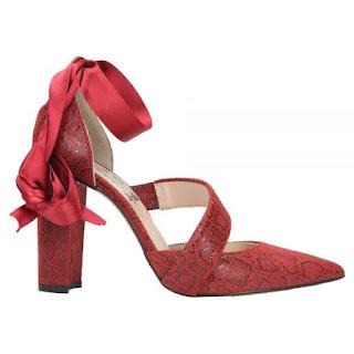 Zapato rojo con tacón