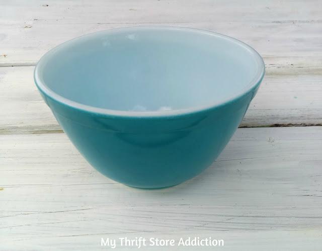 vintage Pyrex 401 bowl