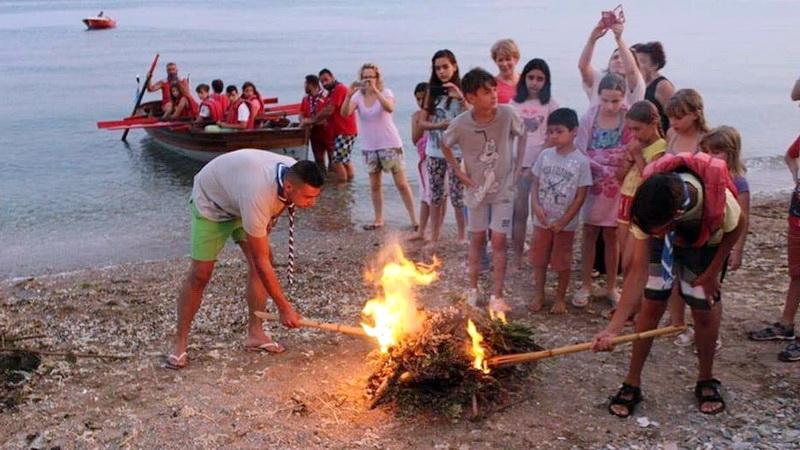 Ανάβουνε φωτιές του Άη Γιάννη...  στην παραλία της Νέας Χηλής