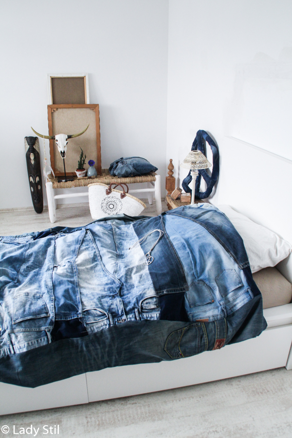 DIY Jeans-Kissen aus Jeansjacke anfertigen, Blue Jeans Trend 2017, DIY aus alten Jeans,