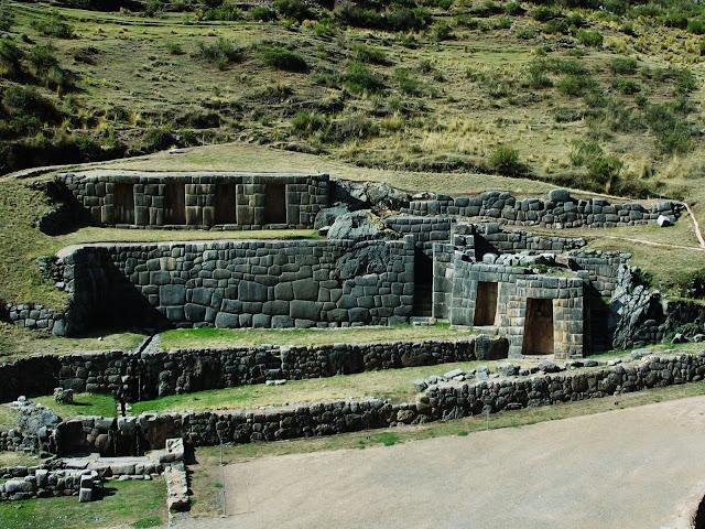 Tambomachay, ruínas do antigo Império Inca, em Cusco no Peru.