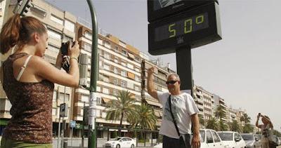 Hitzewelle in der Stadt - 50 Grad Celsius - Sommer Urlaub lustig