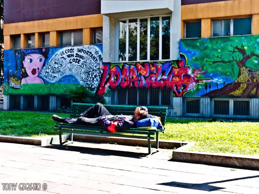 Pisolino in piazza Fratelli Bandiera
