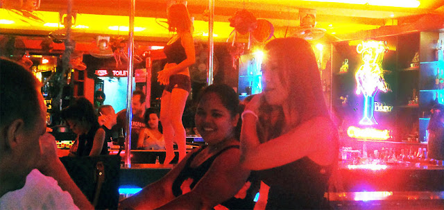 Walking street Pattaya go-go dancing