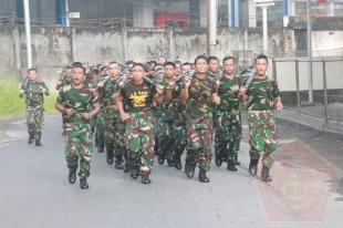 Lantamal VIII Gelar OlahRaga Militer Lari Bersenjata - Commando