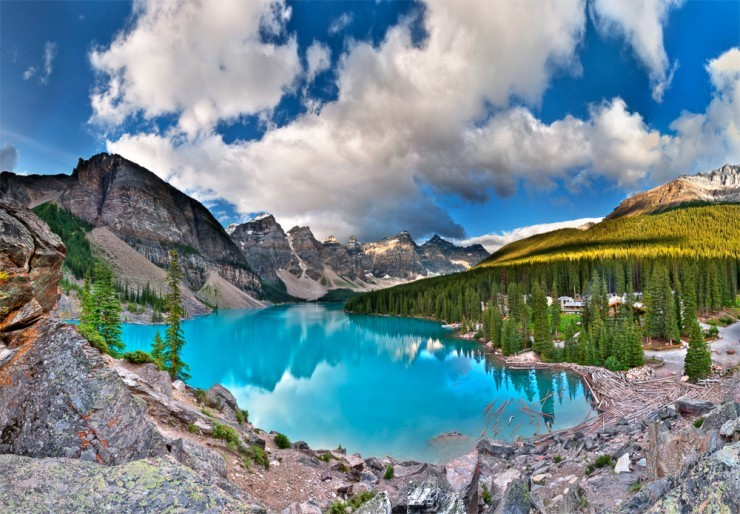 Top 10 Natural Wonders in North America - Moraine Lake, Canada