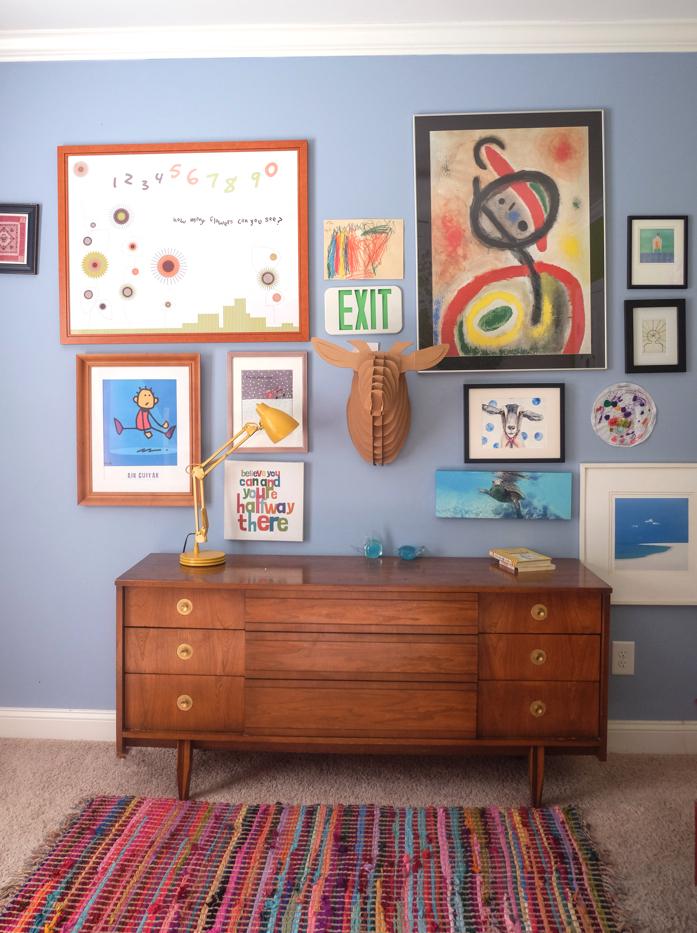 gallery wall in kid's room