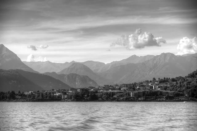 Fotografia del Lago di Como in bianco e nero