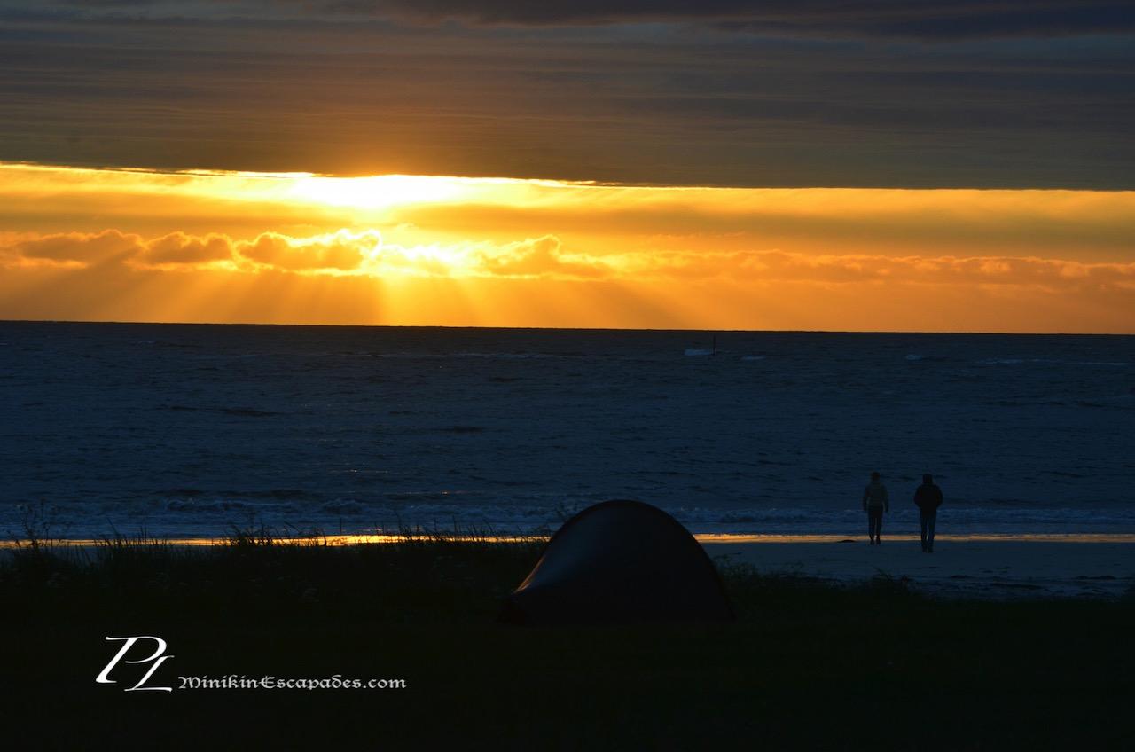 Watching the midnight Sun grandeur at Gimsoy beach
