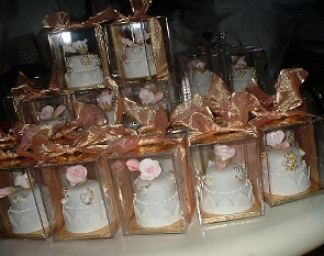 Mini Cakes As Wedding Centerpieces Unique Wedding