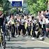 Presiden Jokowi Bersepeda Santai Sapa Warga yang Berolahraga Pagi
