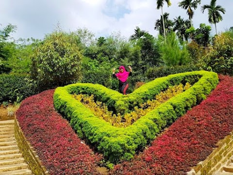 Wisata The Le Hu Garden yang Punya Taman Bunga Menarik