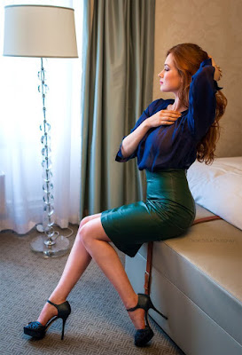 http://cosmodalia.blogspot.com/2018/09/sexy-redhead-in-leather-skirt.html