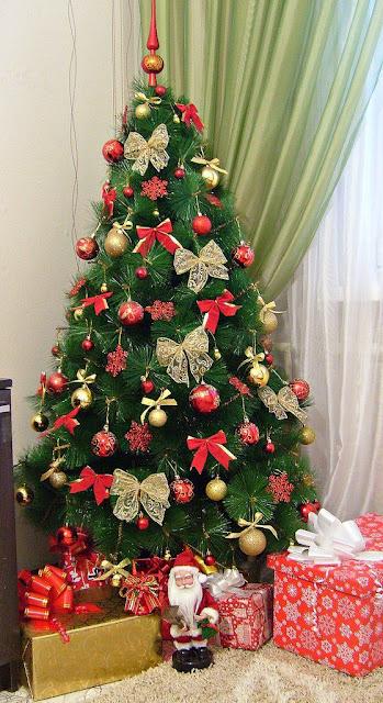 Hoje vamos falar de um item que não pode faltar na noite de Natal a Árvore de Natal, ela é um símbolo marcante nessa época, uma árvore decorada deixa a casa ainda mais estilosa,  veja 5 inspirações de Árvore de Natal e se inspire-se.