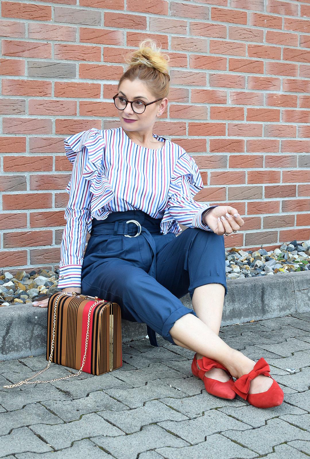 Outfit mit Paperbag Hose und Streifenbluse