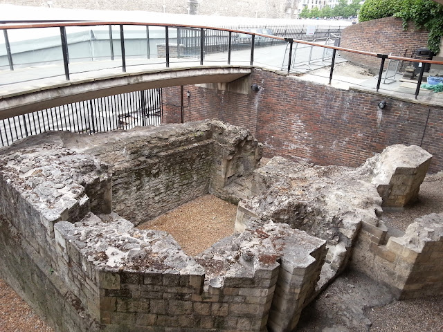Medieval Postern Gate, Tower Hill