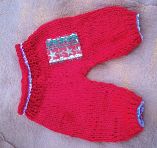 calça tricotada, na cor vermelho, de bebe recem nascido