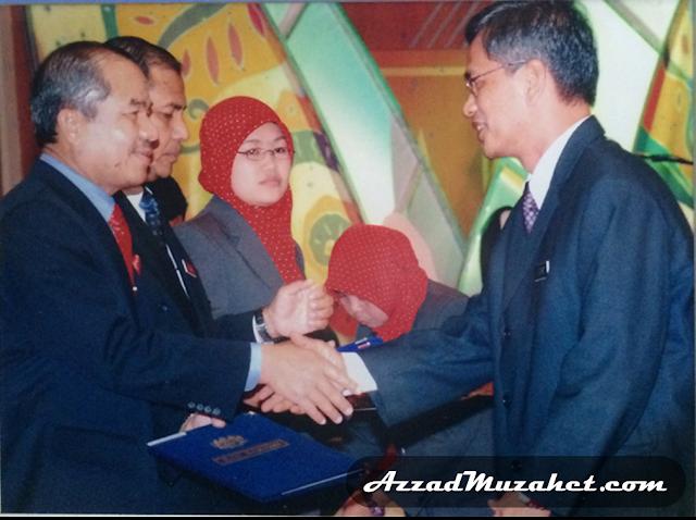 Dr Muzahet menerima Surat Perlantikan sebagai Ketua Setiausaha