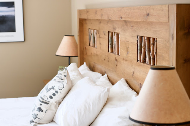 King Size bed in the Owl room of Mount Engadine Lodge