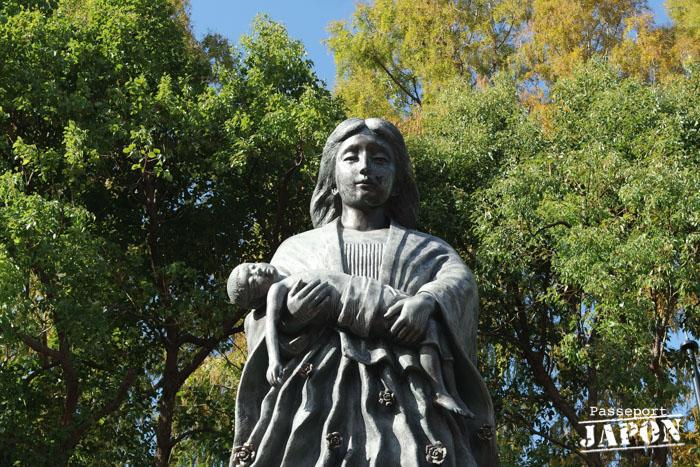 Statue en mémoire des femmes, détail, parc de la paix, Nagasaki