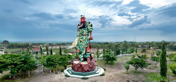 Patung Dewa Perang Cina Berdiri di Tuban, Guru Besar UI: Awas Sebentar Lagi Pangkalan AL Cina!