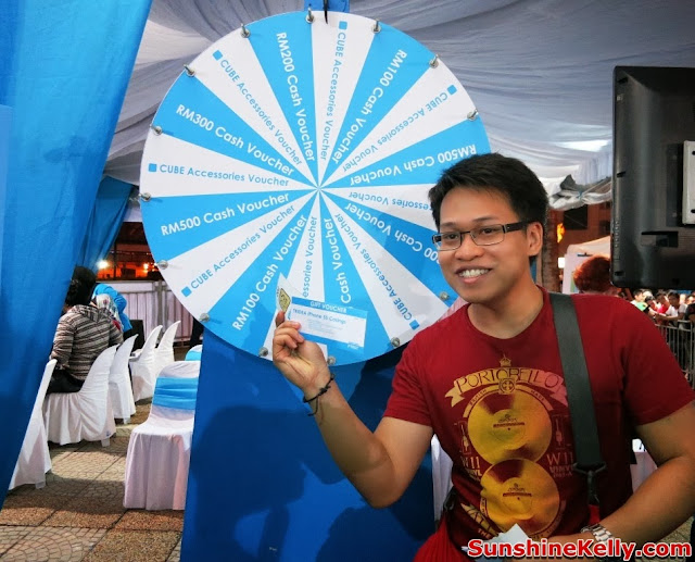 Celcom First, Celcom, iPhone 5s, iPhone 5c, Celcom Blue Cube, Sunway Pyramid, the cube, spin win