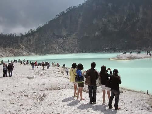 Banjir Bandung Selatan Tak Menyurutkan Wisatawan Menikmati