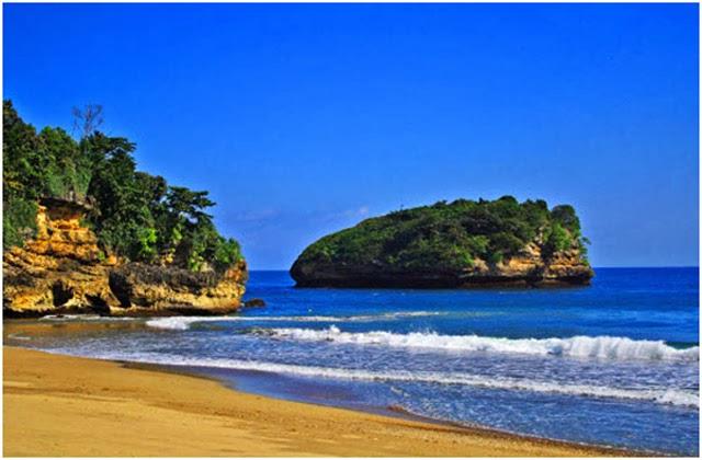 Pesona Pantai Bajul Mati Dan Goa Cina Malang