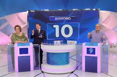 """Na foto: Mamma, Silvio e Leão Lobo no """"Jogo das 3 Pistas"""". Crédito da imagem: Lourival Ribeiro/SBT"""