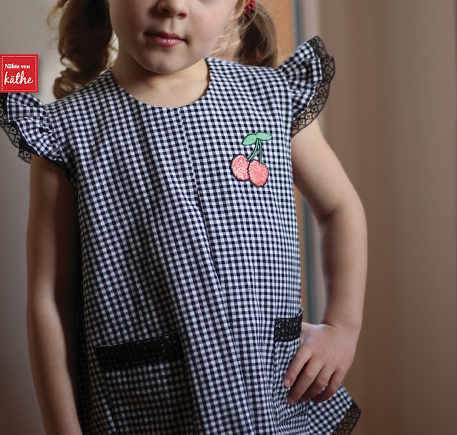 The Eleena Dress von Coffee + Thread und die Bubble Pocket Shorts von E & E Patterns