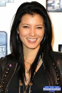 كيلي هو (Kelly Hu)، ممثلة أمريكية من أصل صيني