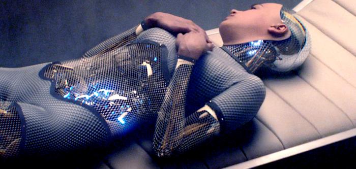Alicia Vikander în thrillerul sci-fi Ex_Machina
