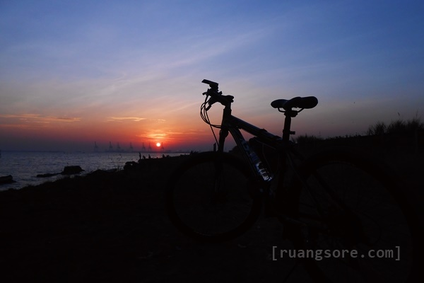 Sunrise di pantai Baruna