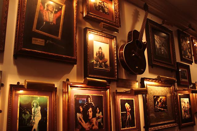 Bersantai di Hard Rock Café