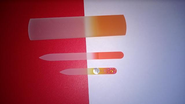 Fußraspel, Glasnagelfeile, kleine Glasnagelfeile mit Swarovski-Kristallen.